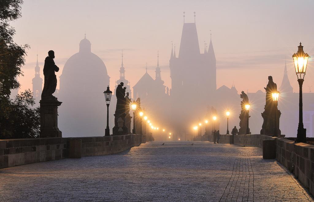 Карлов мост ранним утром