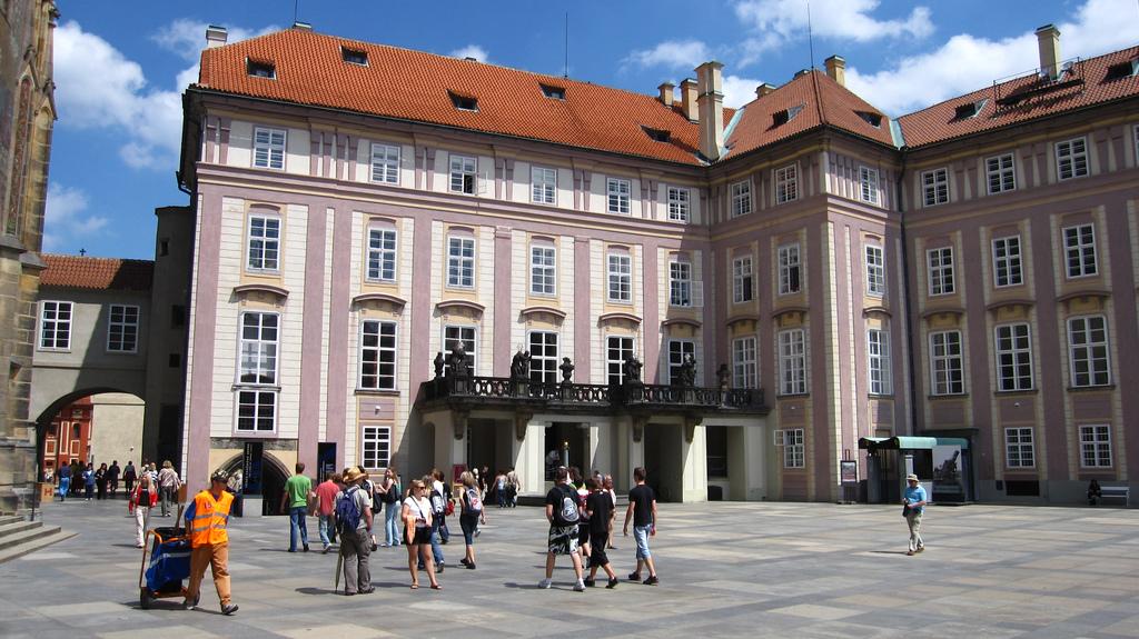Старый Королевский дворец Праги, вид с площади